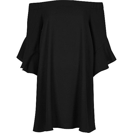 Robe Bardot coupe trapèze noire à manches évasées