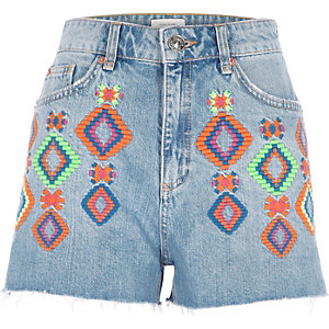 Blauwe authentieke denim short met neon borduursels