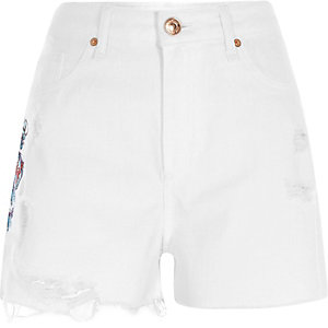 Weiße, hochgeschnittene Jeansshorts mit Drachemotiv