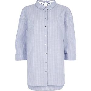 Chemise oversize rayée violette nouée au dos