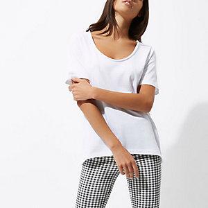 Weißes T-Shirt mit U-Ausschnitt