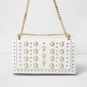 Sac blanc à perles et clous avec chaîne