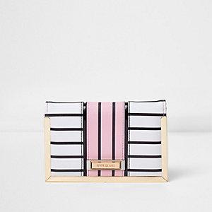 Wit, blauw en roze gestreepte paspoorthouder
