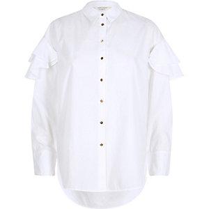 Weißes, langärmeliges Hemd mit Rüschenschultern