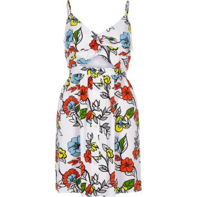 Witte cami-jurk met bloemenprint uitsneden en knoop voor