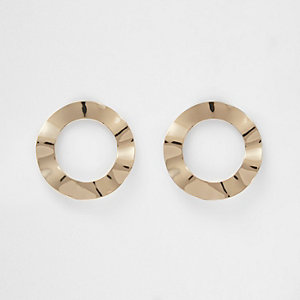 Gold tone wave circle stud earrings