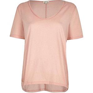 Pinkes T-Shirt mit U-Ausschnitt
