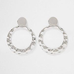 Silberne Ohrringe mit runden Anhänger