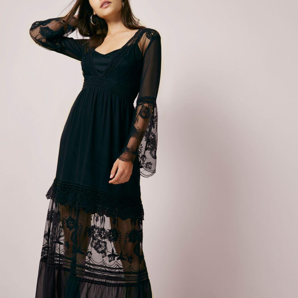 Robe longue en dentelle noire à manches évasées
