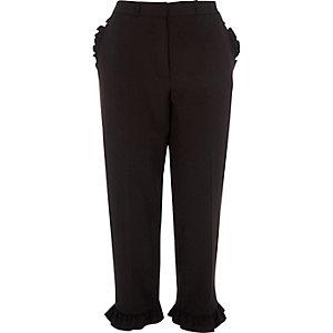 Zwarte cropped broek met rechte pijpen en ruches aan de zoom