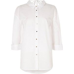 Chemise blanche oversize à découpes dans le dos