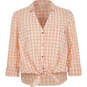 Chemise courte imprimé vichy orange nouée sur le devant