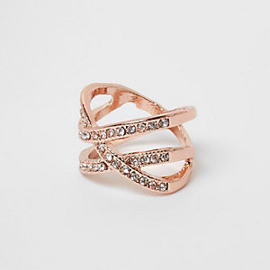 Roségoudkleurige ring met kruis bezet met strass