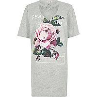 T-shirt ample gris imprimé rose à tour de cou