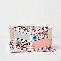 Roze clutch met ketting voorzien van panelen met bloemenprint
