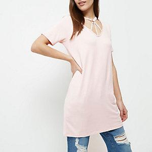RI Petite - roze oversized T-shirt met gekruiste bandjes om de hals