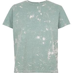 Hellblaues, vorgewaschenes T-Shirt