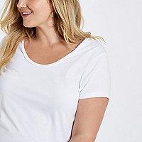 Plus – Weißes T-Shirt mit U-Ausschnitt