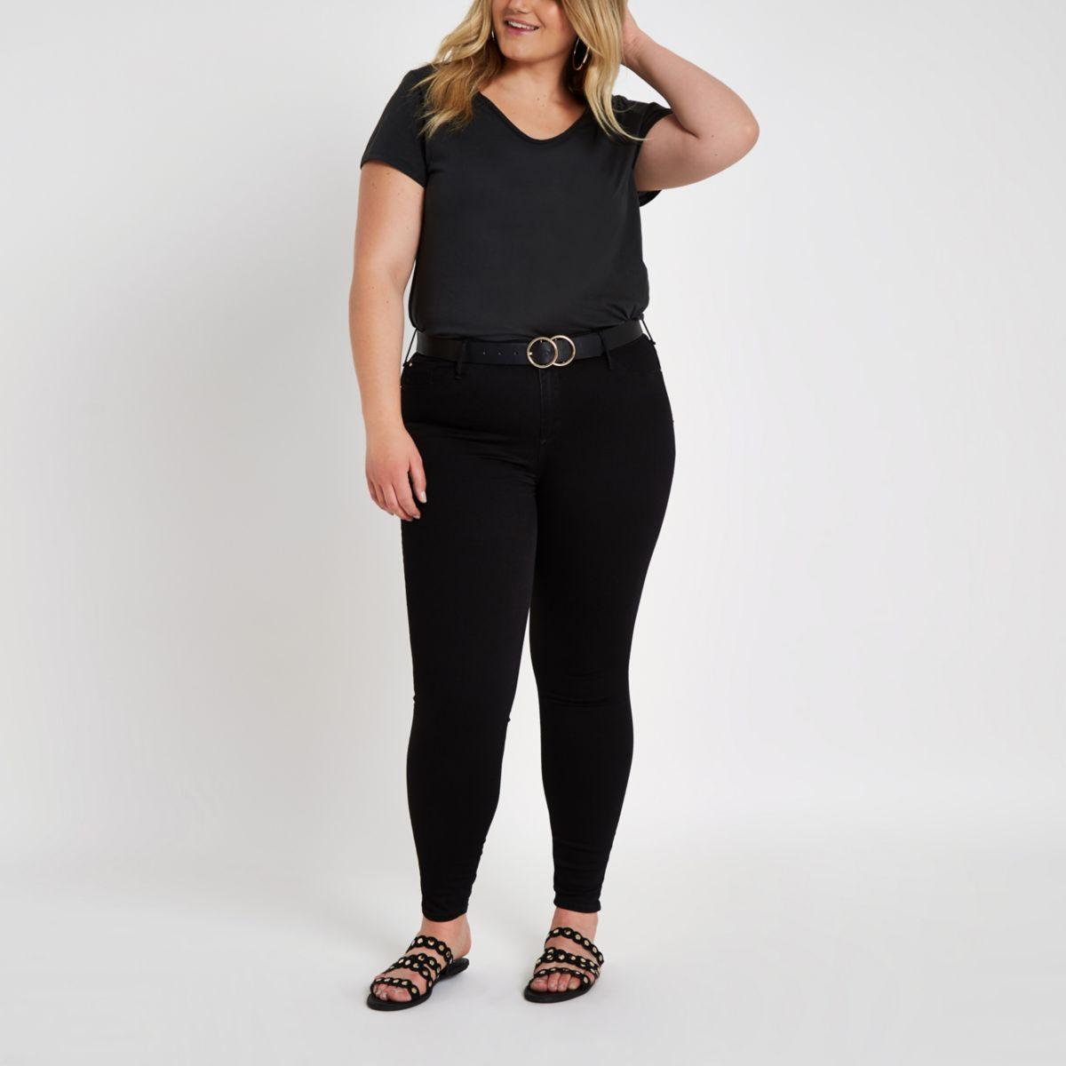 Plus - Schwarzes T-Shirt mit U-Ausschnitt