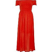 Rode gesmokte maxi-jurk in bardotstijl