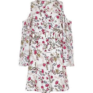 Weißes Kleid mit Schulterausschnitten und Blumenmuster