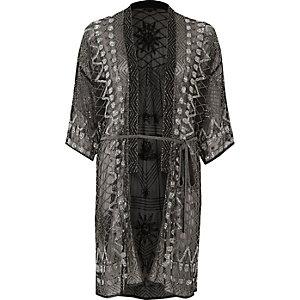 Zwarte versierde kimono met strikceintuur