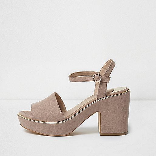Sandales beiges à plateforme et talons carrés coupe large