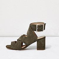 Sandales kaki à brides croisées et talon carré coupe large