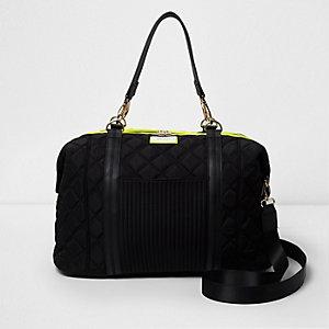 Schwarze, sportliche Reisetasche