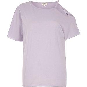 Lilafarbenes T-Shirt mit ausgeschnittener Schulter