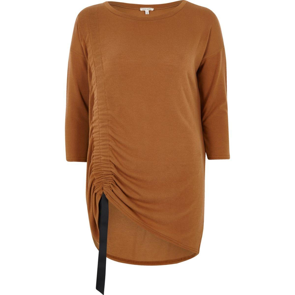 Top long marron clair à fronces et cordon