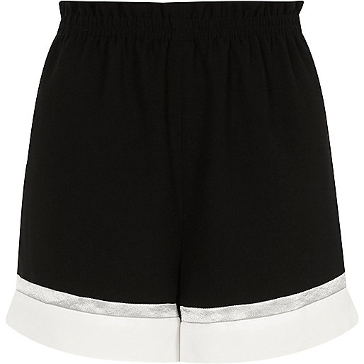 Zwarte short met kleurvlakken