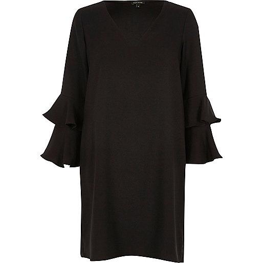 Robe évasée noire avec manches à deux volants