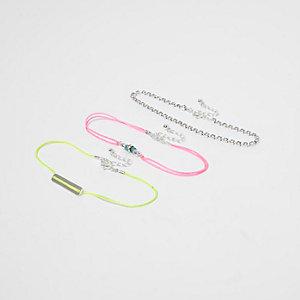 Lot de bracelets de chevilles violet fluo ornés de strass