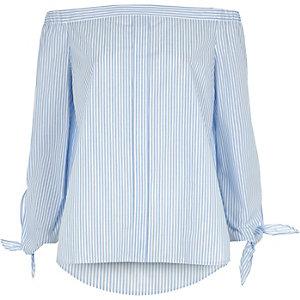 Gestreiftes Bardot-Hemd mit gebundenen Ärmeln