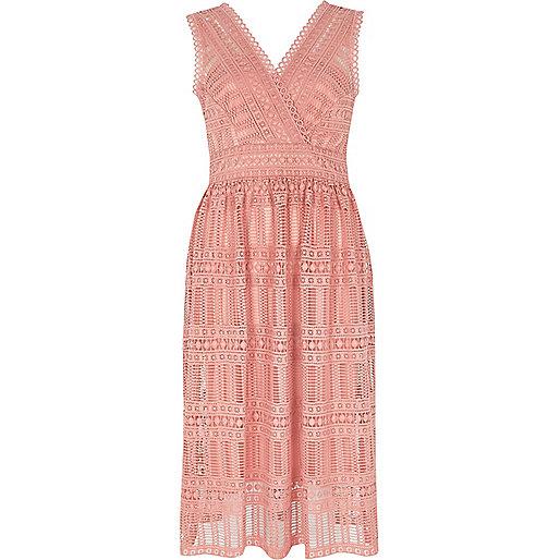 Light pink lace sleeveless midi dresss