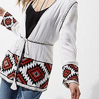 Petite – Weißer Strand-Kimono mit Aztekenmuster