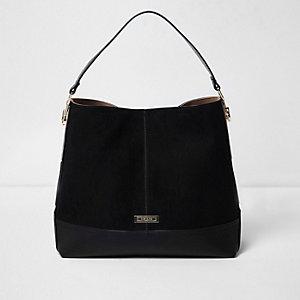 Zwarte tas met metalen zijkant  en korte schouderband