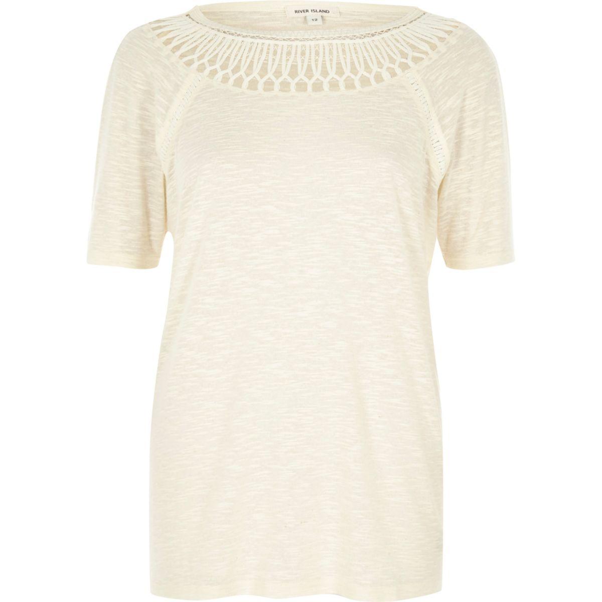 Beige T-shirt met gehaakte halslijn