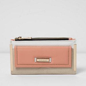 Roze portemonnee met voorvakje