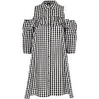 Robe chemise à carreaux vichy noire à volants et épaules dénudées