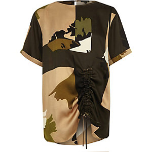 Gerüschtes Oversized-T-Shirt mit Camouflage-Muster
