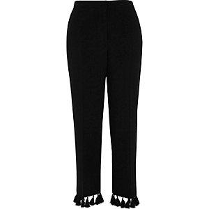 Zwarte cropped broek met kwastjes aan de zoom
