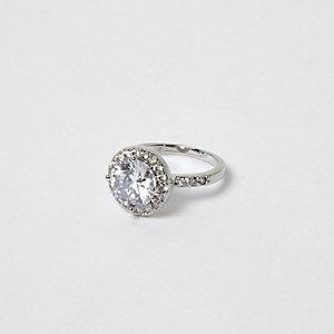 Silberfarbener Ring mit Strass