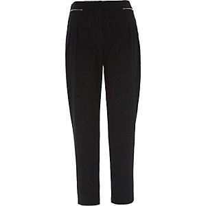 Zwarte smaltoelopende broek met rits voor