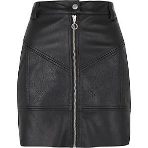 Mini-jupe en cuir synthétique noire zippée style motard