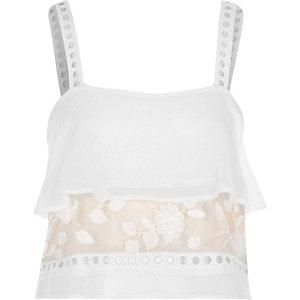 Haut de pyjama caraco blanc avec empiècement en dentelle transparente et volants