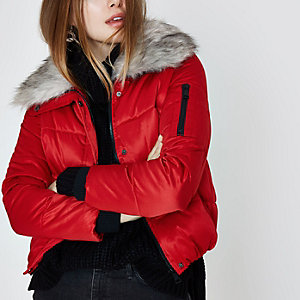 Red faux fur collar puffer jacket