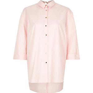 Chemise oversize rose à dos ouvert