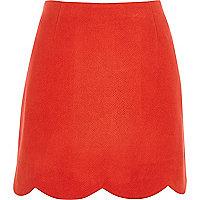 Mini-jupe en suédine rouge à ourlet festonné